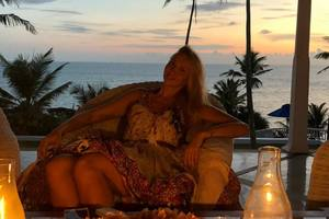 Звездные каникулы: Полякова на Шри-Ланке лечит мужа, а Зеленский в Баку нарушил диету
