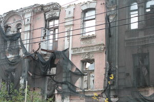 Who needs to disassemble the emergency house in Kiev