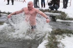 Крещение в Киеве: где в столице окунуться в прорубь