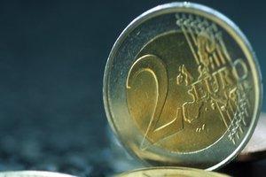 Евро в Украине упал ниже рекордной психологической отметки