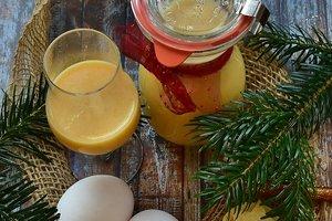 Как приготовить домашний яичный ликер на Рождество