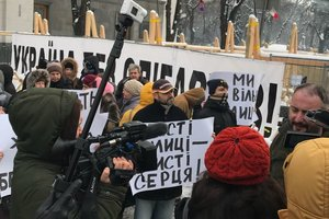 В центре Киева активисты требуют убрать палатки из-под Рады