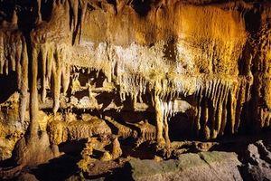 В Швейцарии восемь туристов застряли в пещере