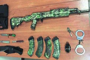 В Одесском порту задержали парней с оружием