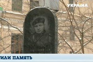 Порошенко почтил память первых погибших участников Революции Достоинства