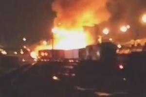 В Канаде поезд протаранил спиртовоз: начался масштабный пожар