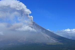 Масштабное извержение вулкана на Филиппинах: города засыпало пеплом