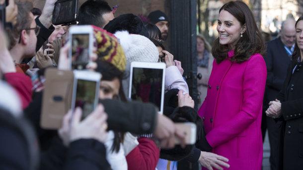 Кейт Миддлтон вэлегантном образе повстречалась сошкольниками вБренте