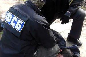 Требования ЕС проигнорированы: в Крыму снова обыски у татар, одного избили