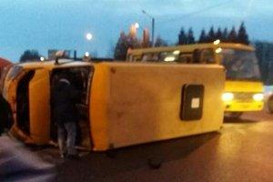 Во Львове перевернулся автобус с пассажирами: есть пострадавшие