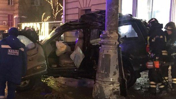 Труп обнаружили вбагажнике автомобиля, который снёс остановку слюдьми в столице России