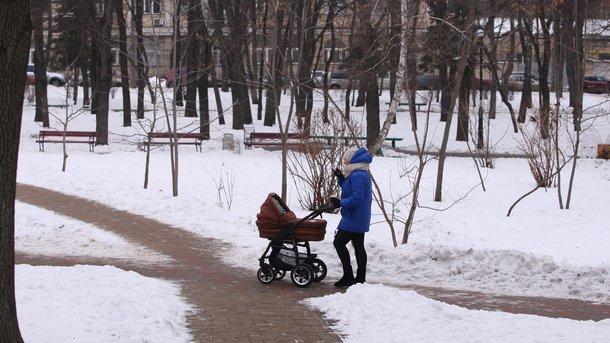 Под Харьковом женщина бросила малыша нахолоде — Чтобы подобрал сосед