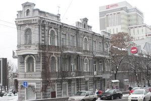 Прогулка по бульвару Шевченко в Киеве: любуемся мозаикой, ищем улыбчивых шутов и вспоминаем о восстании солдат-саперов