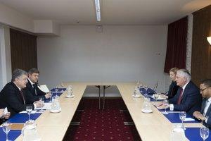 Порошенко и Тиллерсон обсудили украинскую экономику в непривычном формате