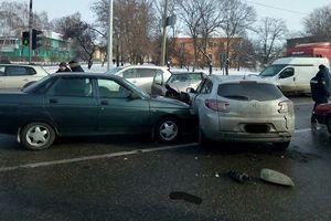 В Харькове пять автомобилей устроили масштабное ДТП