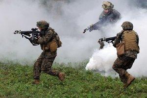 Порошенко утвердил план военных учений на 2018 год: что он предполагает