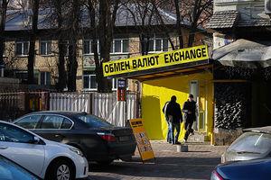 Почему в Украине падает доллар: экономист озвучил причины и прогноз