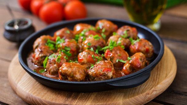 Фрикадельки из говядины в томатном соусе