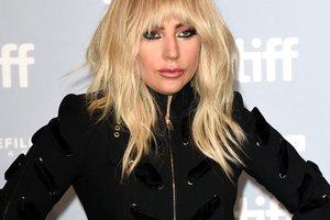 """Леди Гага показала помолвочное кольцо на церемонии """"Грэмми-2018"""""""