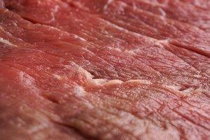 В Житомирской области детей кормили опасным мясом