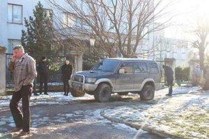 В Черновцах водитель внедорожника вылетел на тротуар