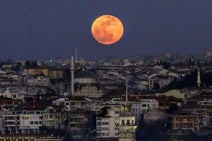 Время кровавой Луны настало: фото уникального явления
