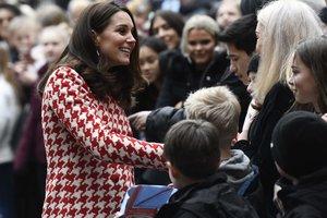 В туфлях на снегу: Кейт Миддлтон с принцем Уильямом прилетела в Норвегию