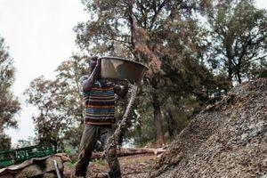 В ЮАР тысяча рабочих оказались в ловушке из-за аварии на золотом руднике