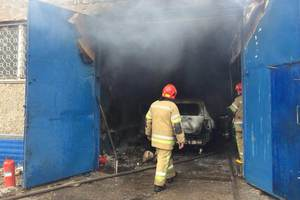 In Kiev – a massive explosion at one HUNDRED: burned four cars