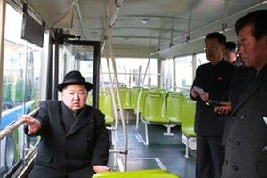 Лидер Северной Кореи покатался на троллейбусе