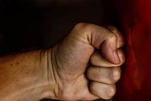Жестокое убийство в Херсоне: умирающую женщину нашли на улице