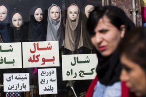 В Иране задержаны десятки женщин после протестов с непокрытой головой