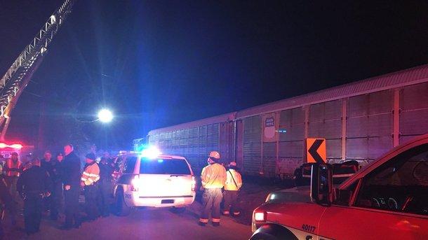 ВСША столкнулись пассажирский игрузовой поезда, как минимум 2-х погибших
