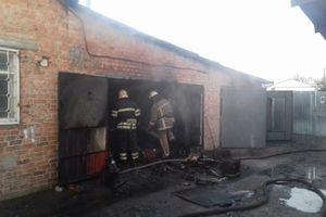 Near Kiev burning warehouse of pyrotechnics