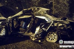 Terrible accident in the Carpathian mountains: passenger car collided with a wagon