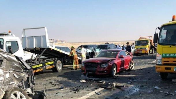 ВАбу-Даби вмасштабном ДТП столкнулись неменее 40 авто: десятки пострадавших