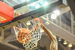 Баскетболист НБА дисквалифицирован за избиение жены