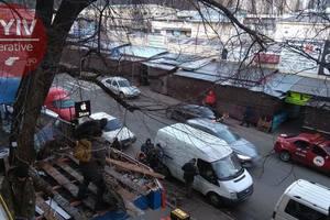 Near the radio on karavaevy cottages in Kiev demolished kiosks