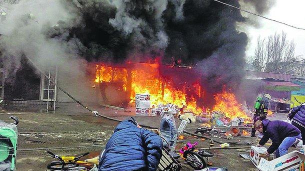 44 спасателя два часа боролись с огнем. Фото: ГУ ГСЧС в Днепропетровской области