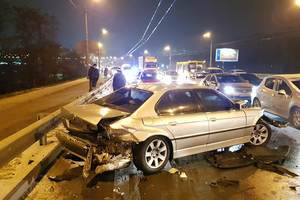 In Kiev, the driver flew into the oncoming lane and rammed three cars