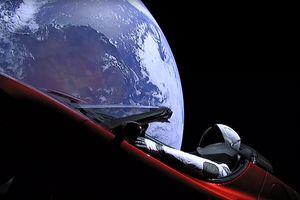 Ученые рассказали, что может произойти с запущенным в космос Tesla Roadster