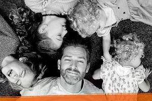 """Отец четырех дочерей показал, как ежедневно быть """"родителем"""": забавные фото"""