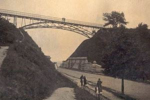 Почему в день влюбленных не стоит ходить на киевский Мост влюбленных?