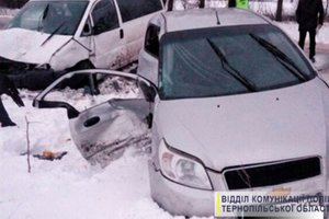 In the Ternopil region faced two cars: hit the whole family