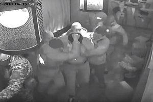 Вытащили за волосы: в Сети появилось видео задержания Саакашвили в ресторане