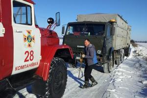 Непогода в Украине: запорожских спасателей бросили на расчистку дорог