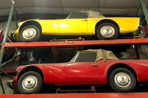 В США в заброшенном хранилище нашли пять необычных автомобилей