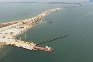 Промашка в два метра: строители Керченского моста не смогли состыковать пролеты