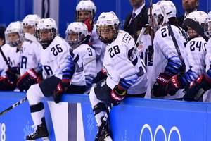 Латвийский болельщик проник в раздевалку финских хоккеисток