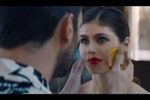 Maroon 5 представила новый сюрреалистический клип